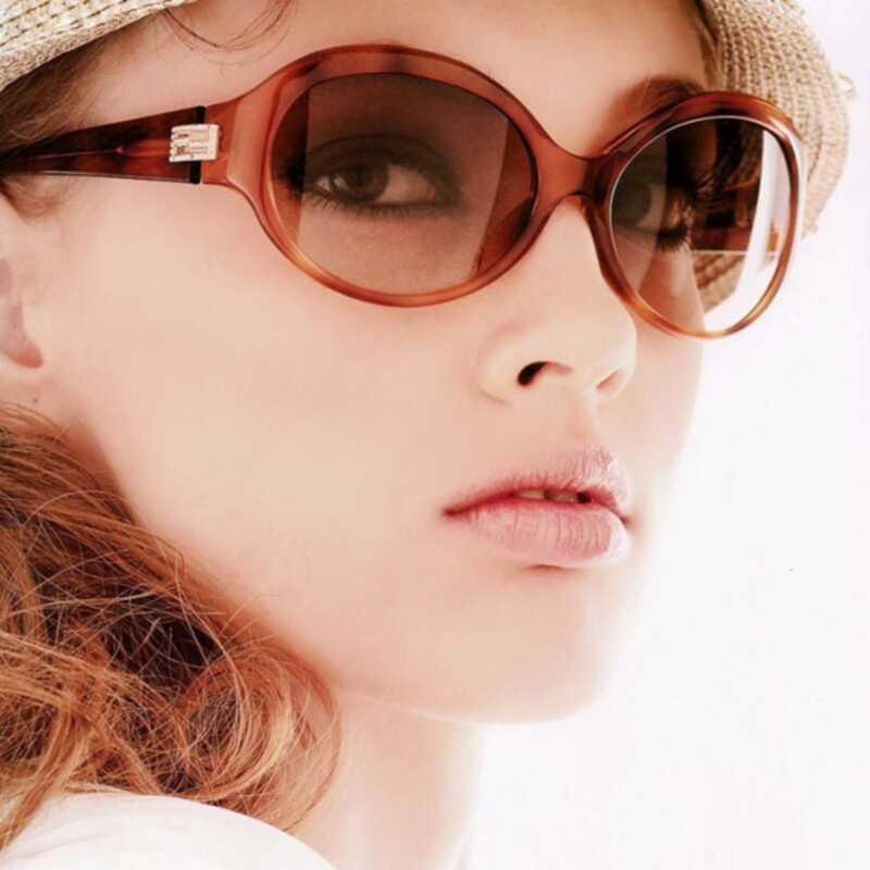 Jak ponownie zastosować krem przeciwsłoneczny bez rujnowania makijażu