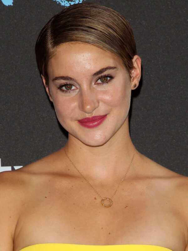 Možete li da pogodite koja džempera šminka brenda Shailene Woodley nosi?