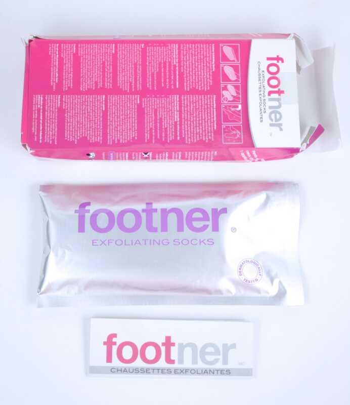 Nové exfoliačné ponožky detských nôh sú divné, hrubé a úžasné