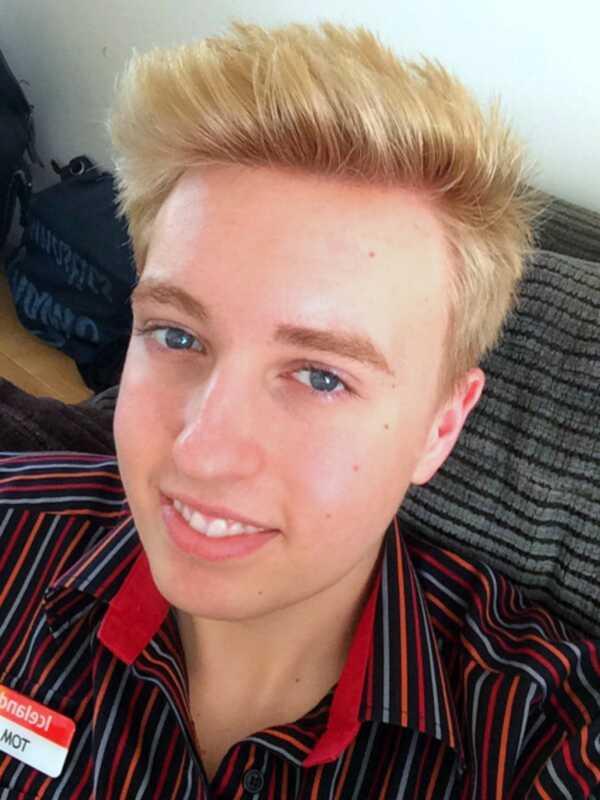 Ako som farbila svoju hnedú vlasovú blondínku doma