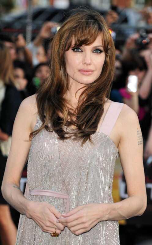 Hoe kattenogen te doen zoals Angelina Jolie