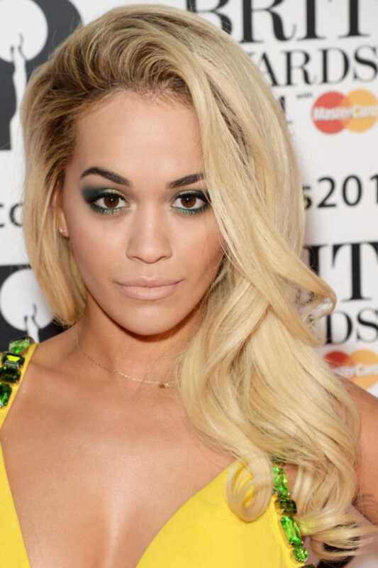 Brit Awards 2019: Rita Ora gröna rökiga ögon
