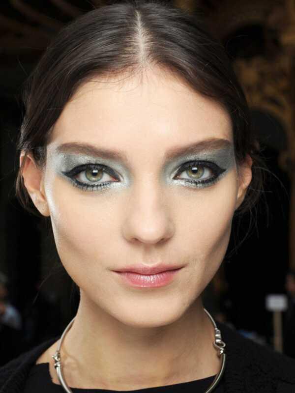 Chanel želi, da nosimo srebro senčilo in francoske manikure Naslednja sezona
