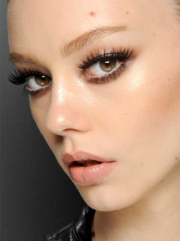 Guccijeve smeđe dimljene oči će učiniti da želite da odvojite svoje crnce i sive boje