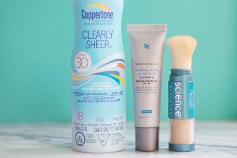 Ako opätovne aplikovať opaľovací krém na váš make-up