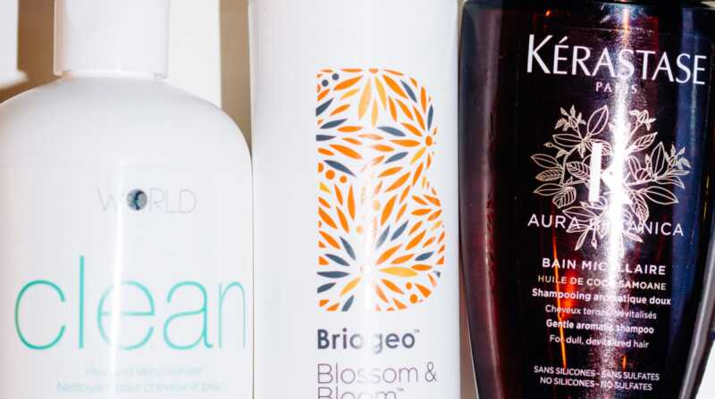 Как да измиете косата си с безсъдържащ сулфат шампоан