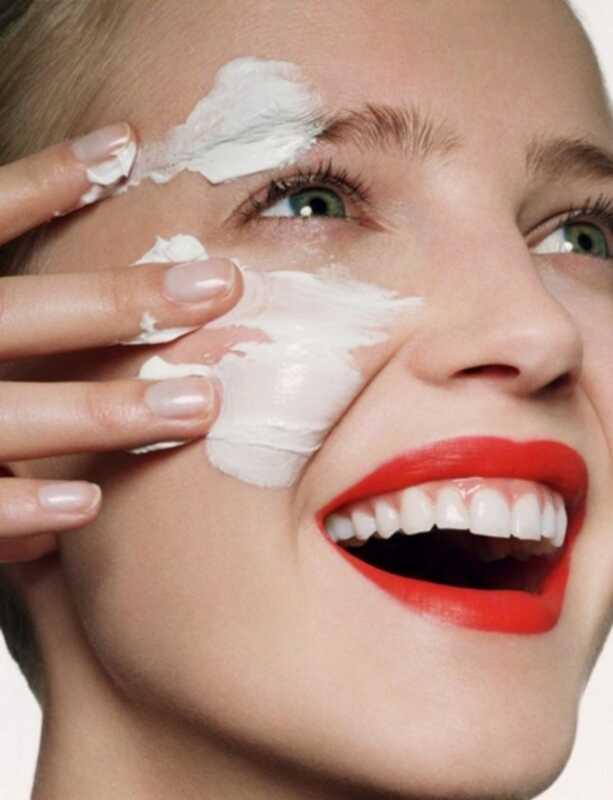 Pareiza kārtība, kā piemērot jūsu ādas kopšanas un kosmētikas līdzekļus