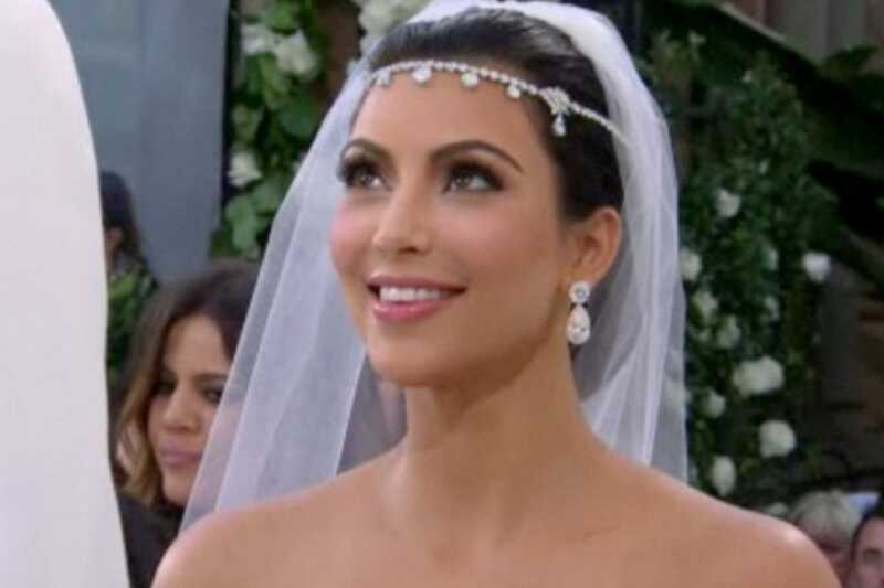 Poďme analyzovať svadobné vlasy a make-up Kim Kardashian