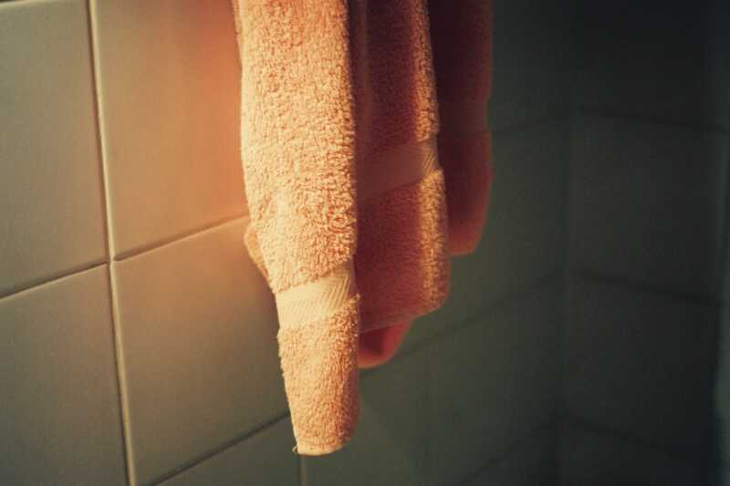 Hoe de schone handdoekmethode acne kan verbeteren en voorkomen