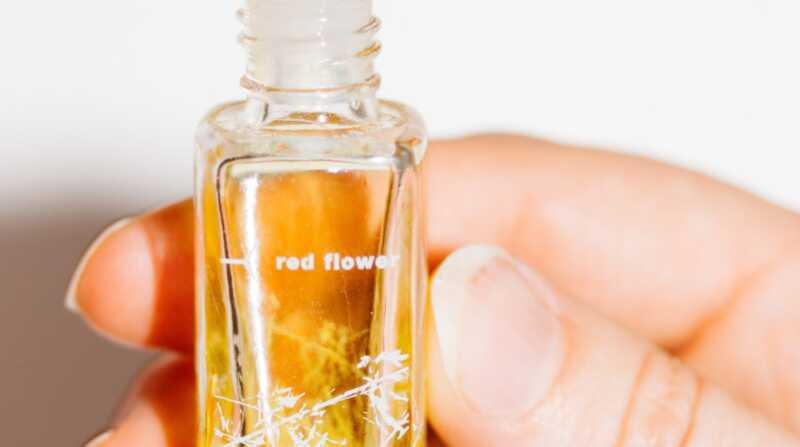 Sarkanā ziedu gvajaka organiskā smaržu eļļa