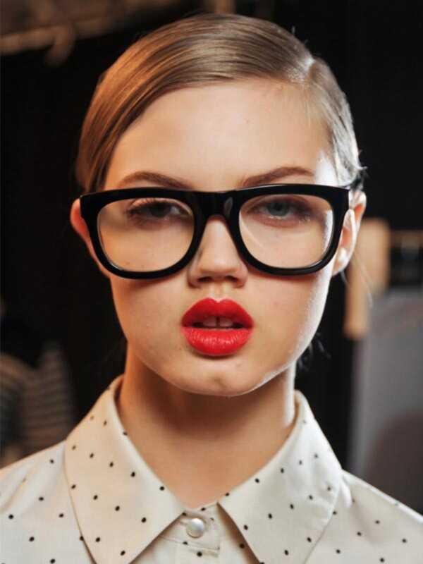 Kako nositi šminku sa naočarima