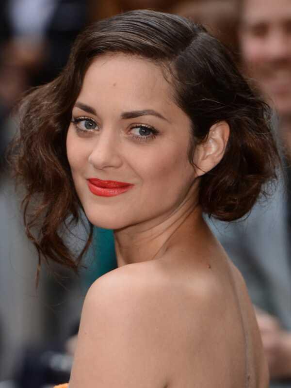 Marion cotillard je 10 najlepších vlasov a makeup vyzerá