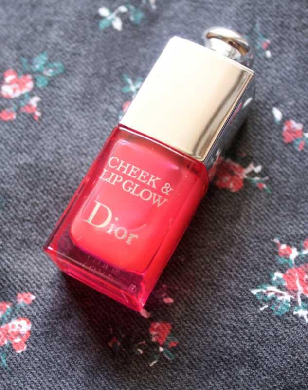 Diorová tvár a lesk na pery sú najpozoruhodnejšie ružové škvrny