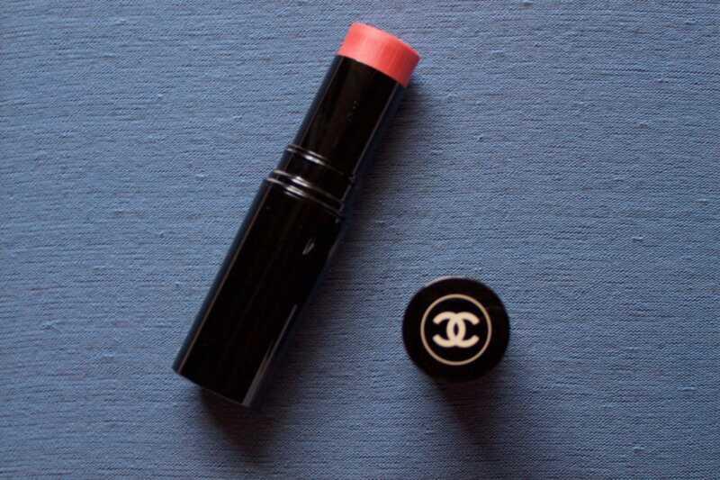 Chanel teraz urobí krémovú ružovú tyčinku (a nebudete sklamaní)
