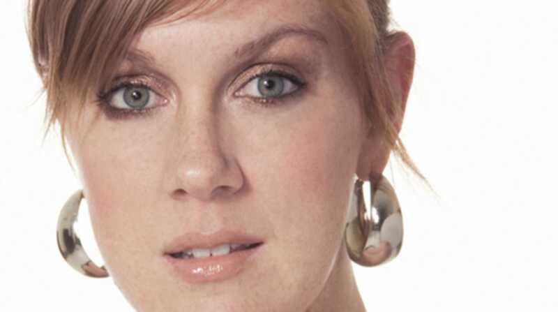 A maquiadora Andrea Claire deve ter produtos de beleza e muito mais