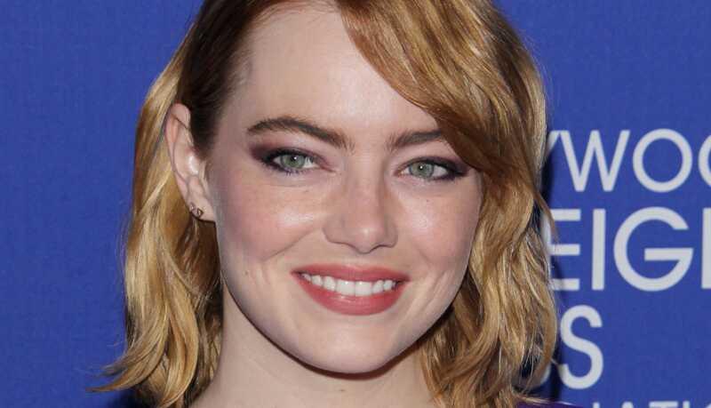Познати шминка изгледа: пурпурна сенка за очи, беспрекорна кожа и многу повеќе