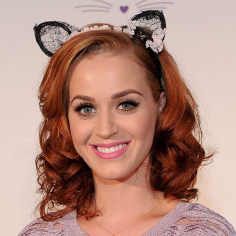 Katy Perry most piros haja van, Kate moss házasodott meg