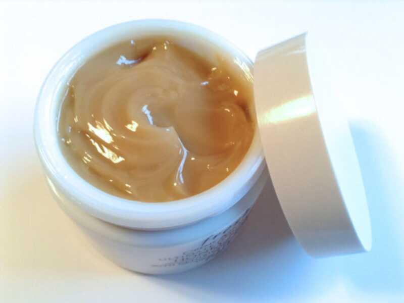 Свежо има луда-добра мед маска која ќе ја спаси сувата кожа