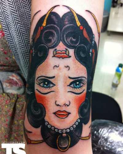 Najlepšie Ambigram tetovanie - naše top 10