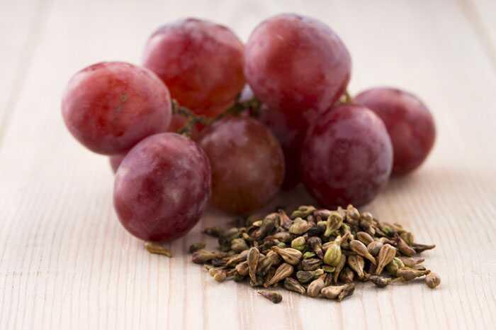 10 bedste fordele ved druesaft til hud, hår og sundhed