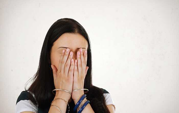 5 najlepších cvikov na tvár na zdvíhanie obočia