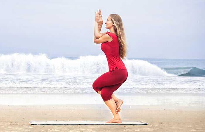 8 Challenging Yoga Poses, der vil hjælpe dig med at afvænne dit sind og krop