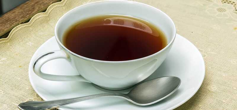 5 juodosios arbatos šalutiniai poveikiai, kuriuos turėtumėte žinoti