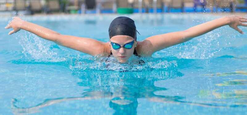 10 pinakamahusay na Butterfly Stroke Swimming magsanay sa Tone iyong Katawan