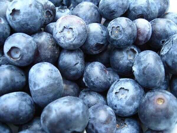 8 kahanga-hangang blueberry masks mukha para sa nagliliwanag na balat