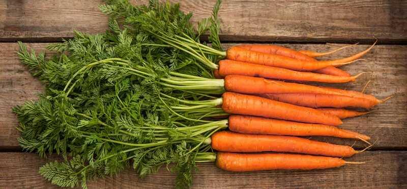 Hvordan man bruger gulerødder til hårvækst?