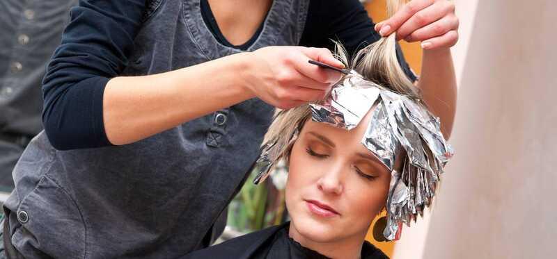 Čo je Cellophane vlasové ošetrenie a aké sú jeho výhody?