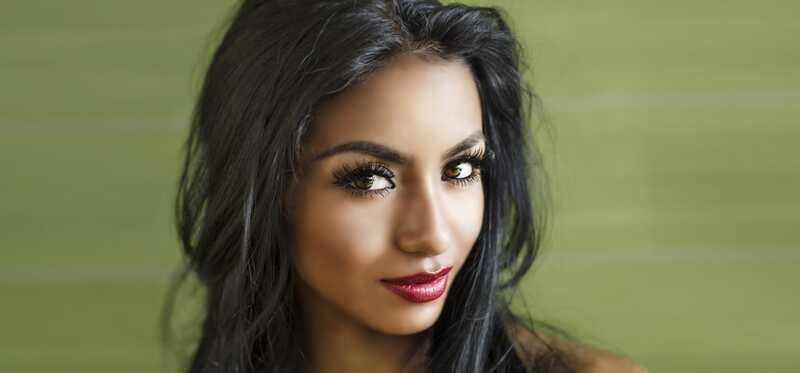 Hvordan vælger du den rigtige hårfarve til olivenhud og brune øjne?