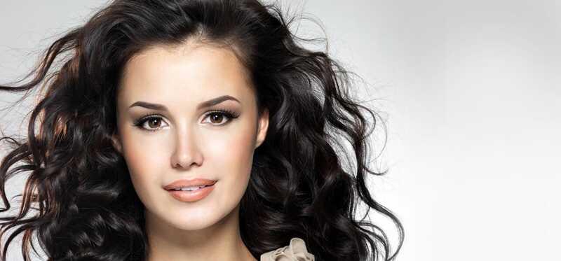 5 Skvelé make-up triky, ktoré skryjú vašu dvojitú bradu