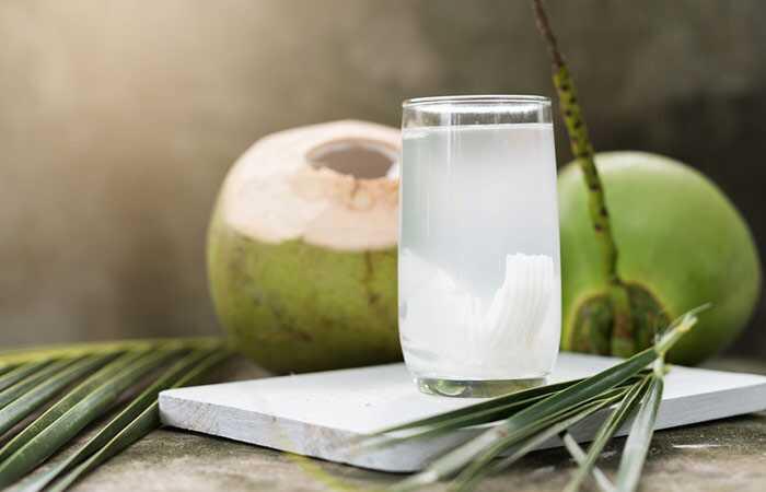 Како да се користи Кокос вода за раст на косата?