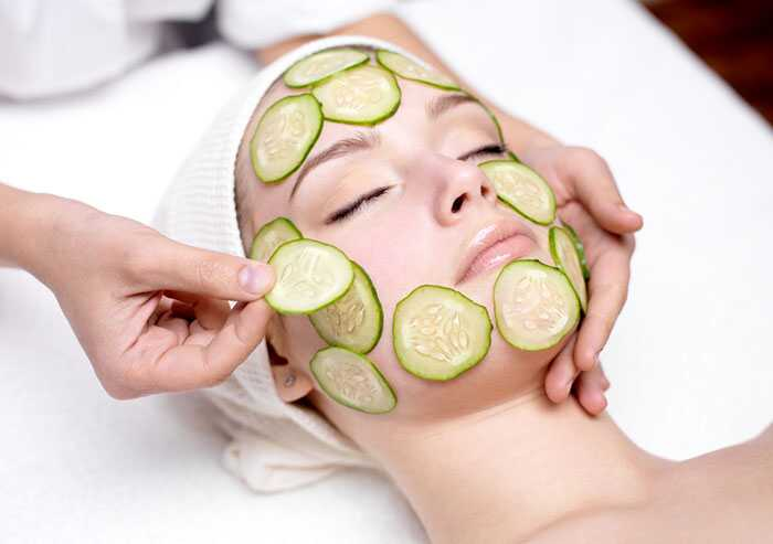 32 bedste fordele af agurk (Kheera) til hud, hår og sundhed
