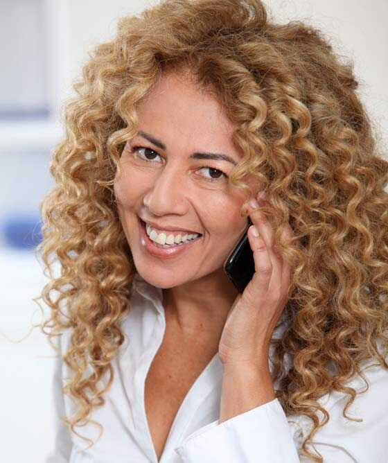 20 jednoduchých kučeravých účesov pre ženy nad 40 rokov