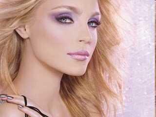 Máte modré oči a spravodlivú pleť? Tu je niekoľko možností make-upu pre vás!