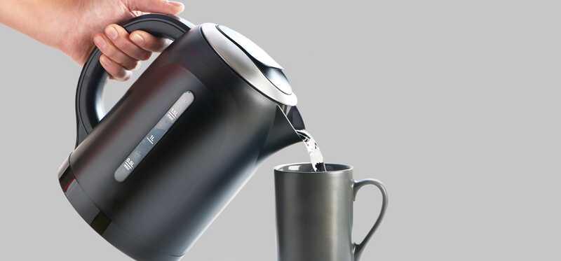 Hjælper du med at drikke varmt vand, taber du dig?
