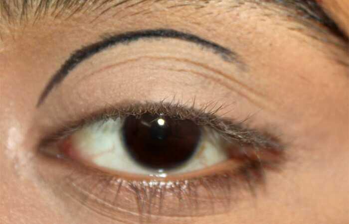 Dramatic Cut Crease Arabic makeup očí - tutoriál s podrobnými krokmi a obrázkami