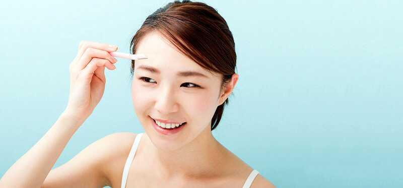 10 Nemme trin til at få perfekte øjenbryn Brug af øjenbryn Razor