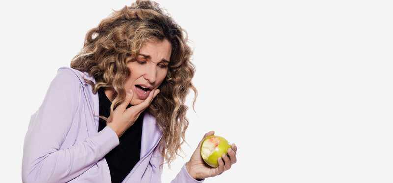 10 effektive hjemmehjælpemidler til blødende tandkød