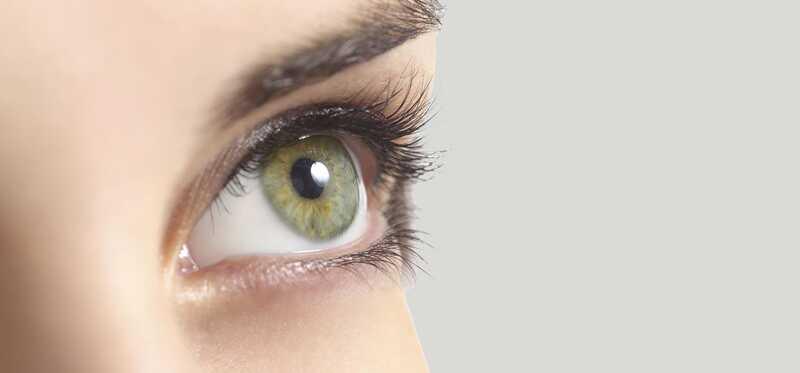 10 efektívnych domácich liekov na vyliečenie opotrebenia rohovky (poškriabané oko)