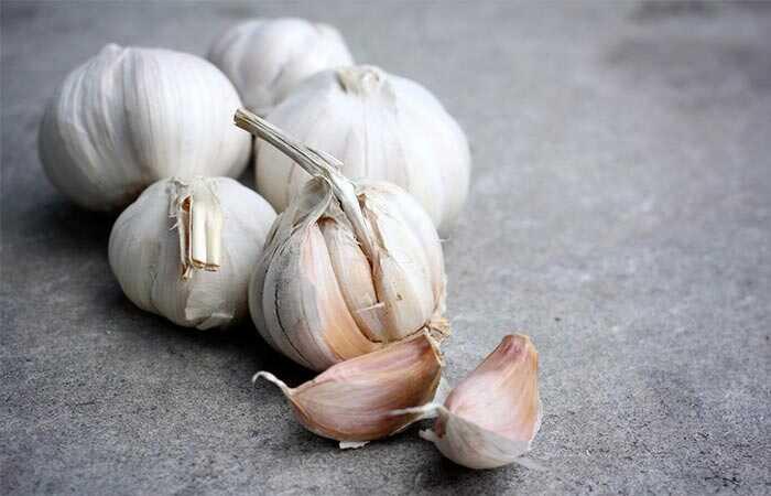 6 účinných domácich prostriedkov na vyliečenie bielych škvŕn na perách