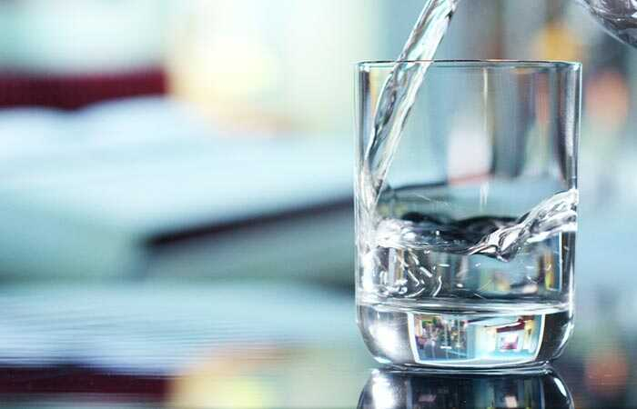 10 efektīvas mājas aizsardzības līdzekļus, lai ārstētu mākoņainu urīnu