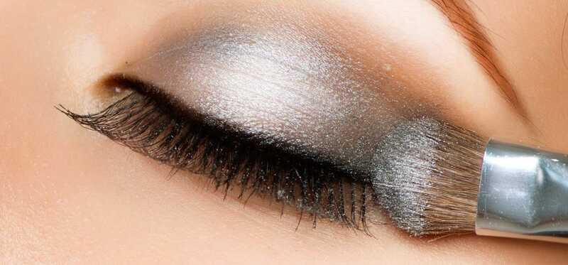 7 účinných tipov na make-up, ktoré vám pomôžu vytvoriť očné tiene Vyzerajte jasnejšie