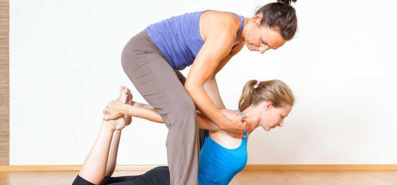 7 dôvodov, prečo by ste mali robiť terapeutickú jogu