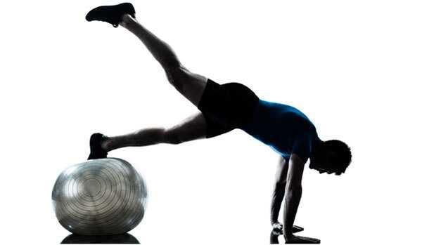 15 efektívnych cvičení Swiss Ball a ich prínosy