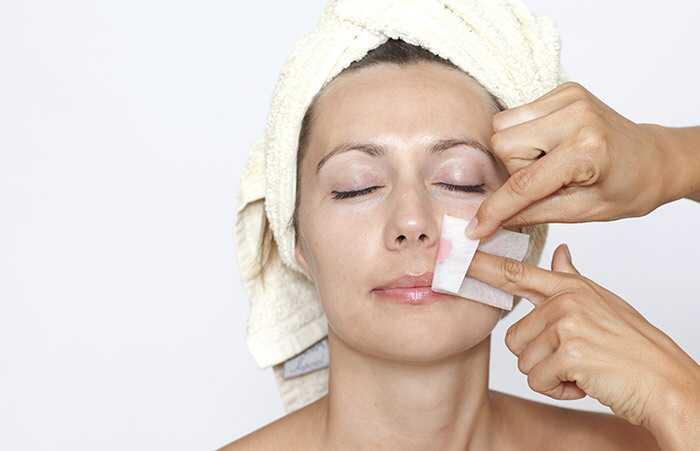 6 efektīvi veidi, kā noņemt baltu sejas mati