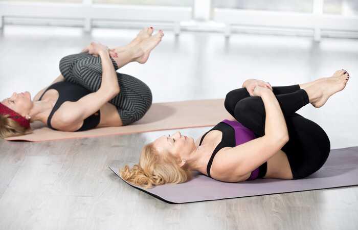 7 základných jóga Asanas, ktoré vám pomôžu poraziť zápchu