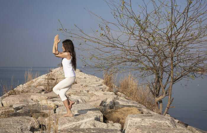 9 Vzrušujúce asány, ktoré budú tónovať vaše vnútorné stehná za vec dní